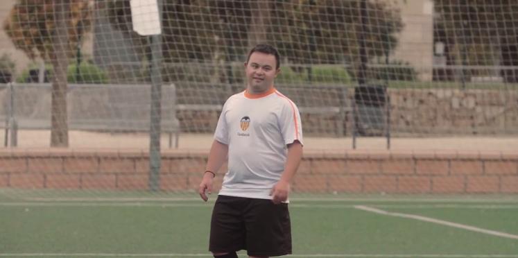 Foto de Ángel jugando a fútbol